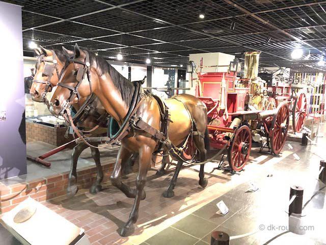 消防博物館に展示されている「馬引き蒸気ポンプ」