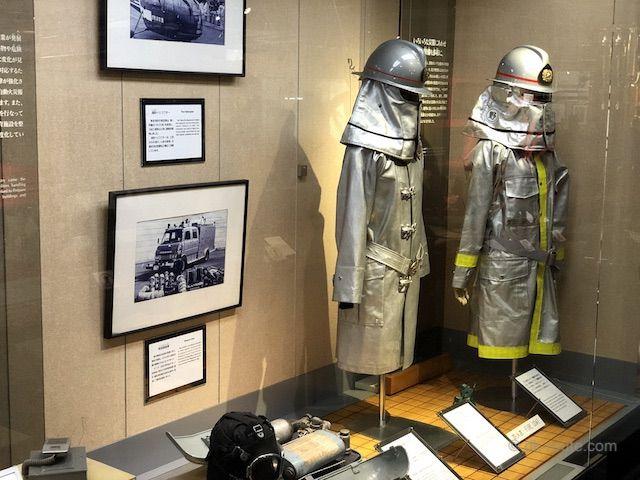 防火服などの消防装備品も展示