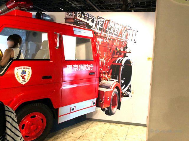 座席に乗って記念撮影ができる消防ポンプ車