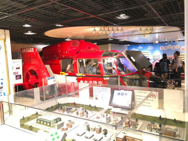 操縦席に乗って記念撮影ができる「ちどり」の名称で活躍した消防ヘリ