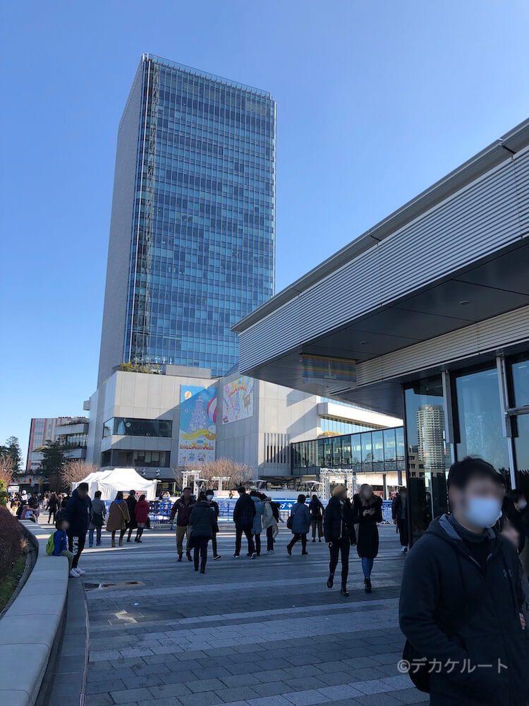 東京ソラマチ4階のスカイアリーナ(広場)とイーストタワー
